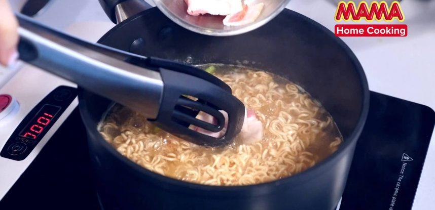 MAMA Pork Flavour Soup
