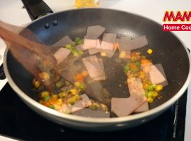 Stir Fried MAMA Pork Flavour with ham